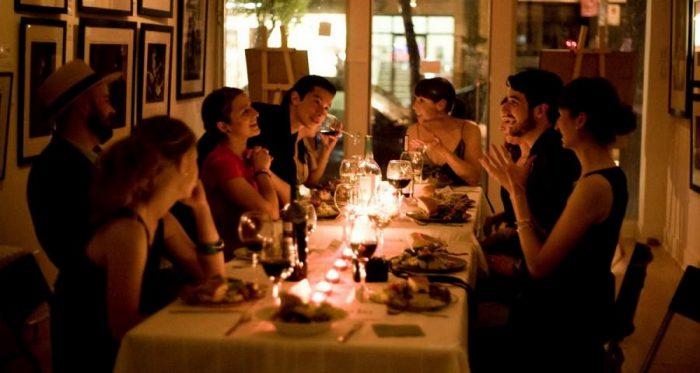 12 простых правил ведения беседы за столом